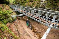 Viel Stahl im Tal: Manche finden die Brücke bei Berdorf etwas überdimensioniert.