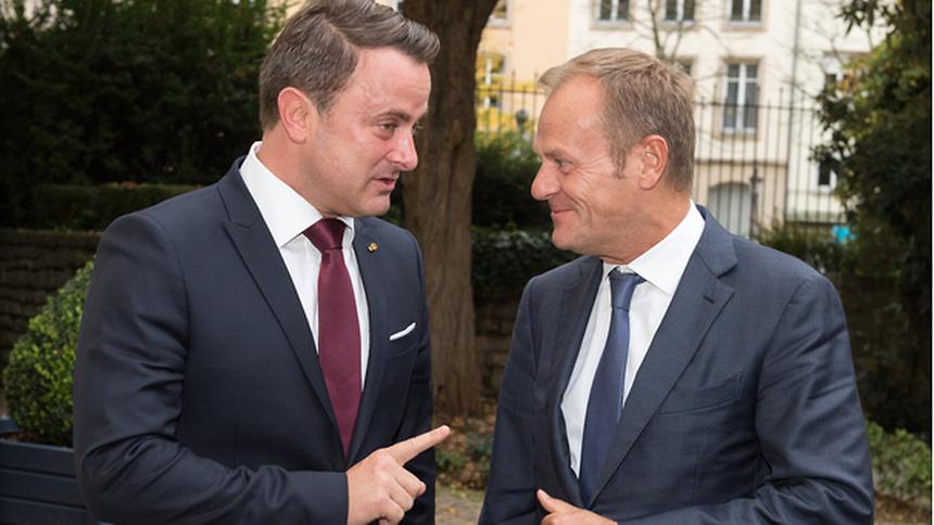 O primeiro-ministro do Luxemburgo, Xavier Bettel, e o presidente do Conselho Europeu, Donald Tusk