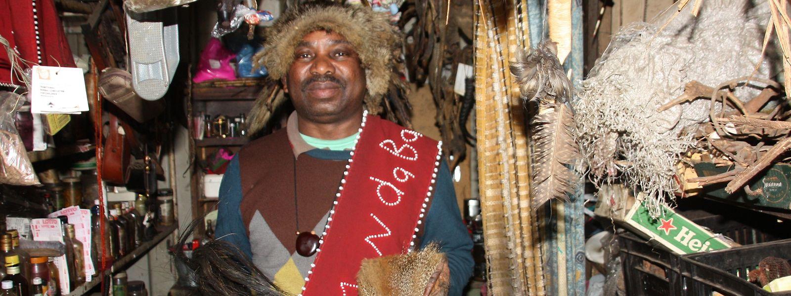 Viele Afrikaner suchen als erste Anlaufstelle bei Krankheiten immer noch einen traditionellen Heiler auf.