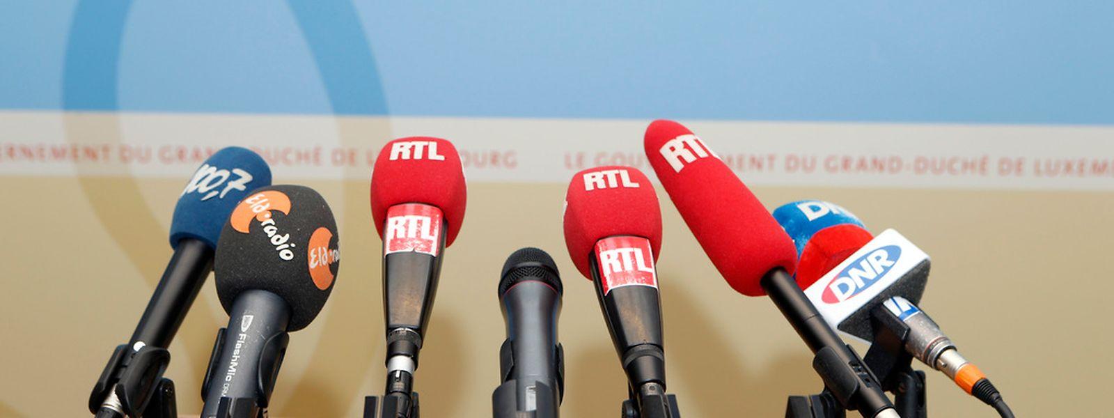 Die nationale Radioszene ist nicht so vielfätig wie das Bunt der Mikrofone vermuten lässt.