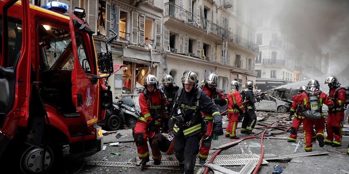 A explosão fez três mortes e várias dezenas de feridos.