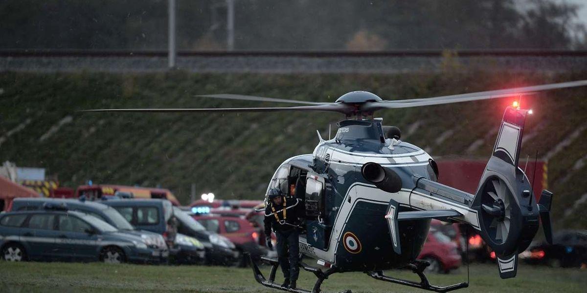 Deux hélicoptères de gendarmerie ainsi que de nombreux membres de l'antiterrorisme et du renseignement informatique ont été déployés mardi matin.