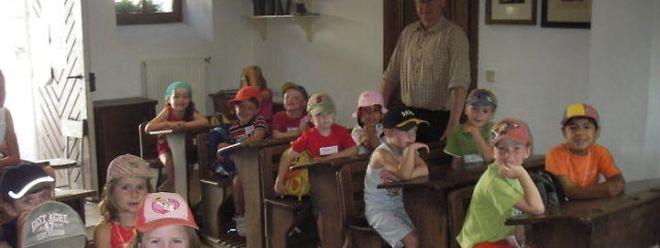 Die Kinder der Ferienaktivitäten Rambrouch erfuhren, wie ihre Großeltern zur Schule gingen.