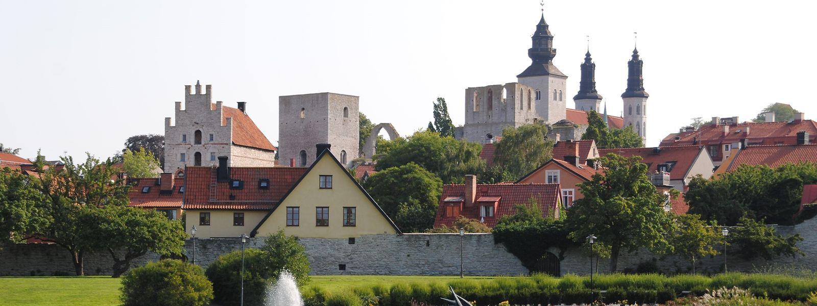 Die Stadttour startet in Almedalen, außerhalb der Stadtmauern, wo sich früher der Hafen befand.