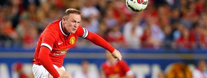 Manchester United  a dépensé sans compter, mais pour l'heure Wayne Rooney  est le seul attaquant axial de l'effectif de Louis van Gaal.