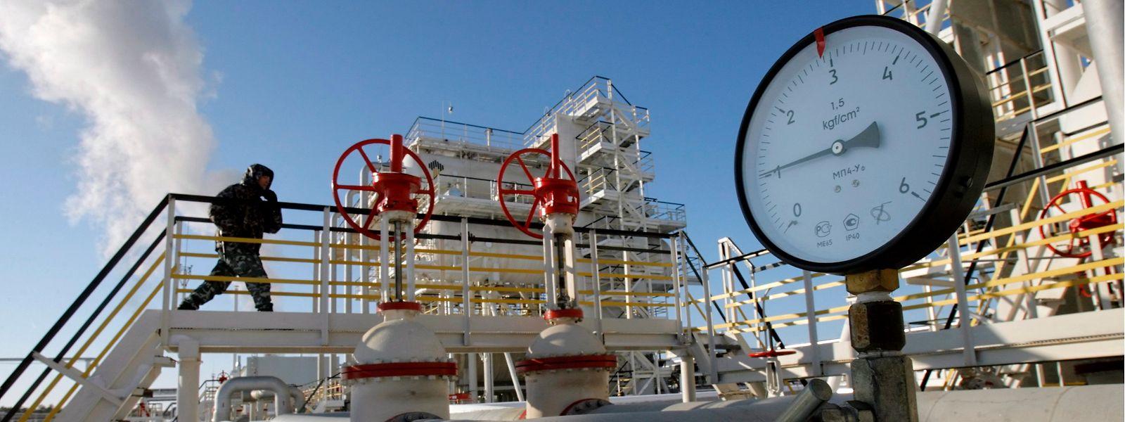 Russland: Die Rohrleitungen der Ölförderanlage Yuganskneftegaz.