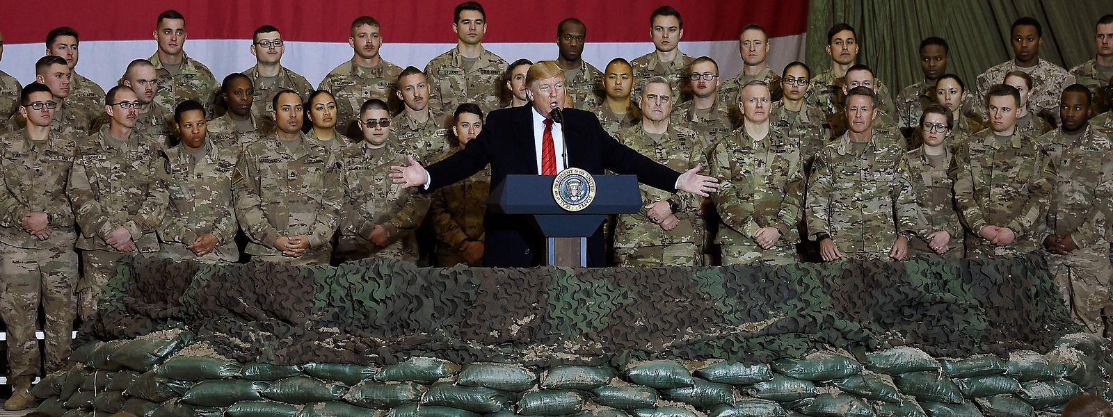 Donald Trump stattete  zum Thanksgiving-Fest am 28. November den Truppen in Afghanistan einen Überraschungsbesuch ab.