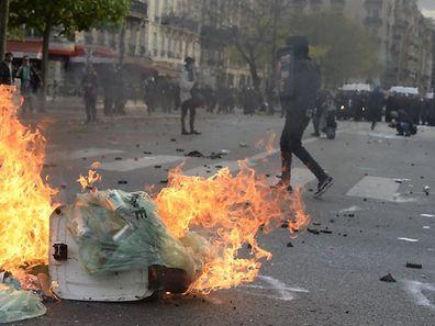 Des groupes de casseurs à Paris jeudi en marge de la manifestation contre la loi travail