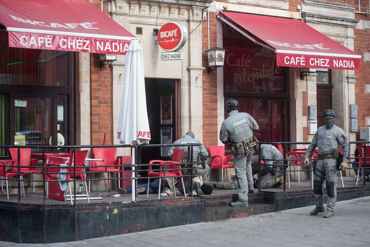 Die Polizei hatte das Café Nadia und das Umfeld zuvor drei Wochen lang observiert.