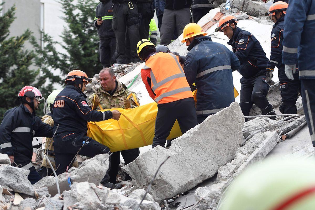 650 Menschen wurden bei dem Beben verwundet.