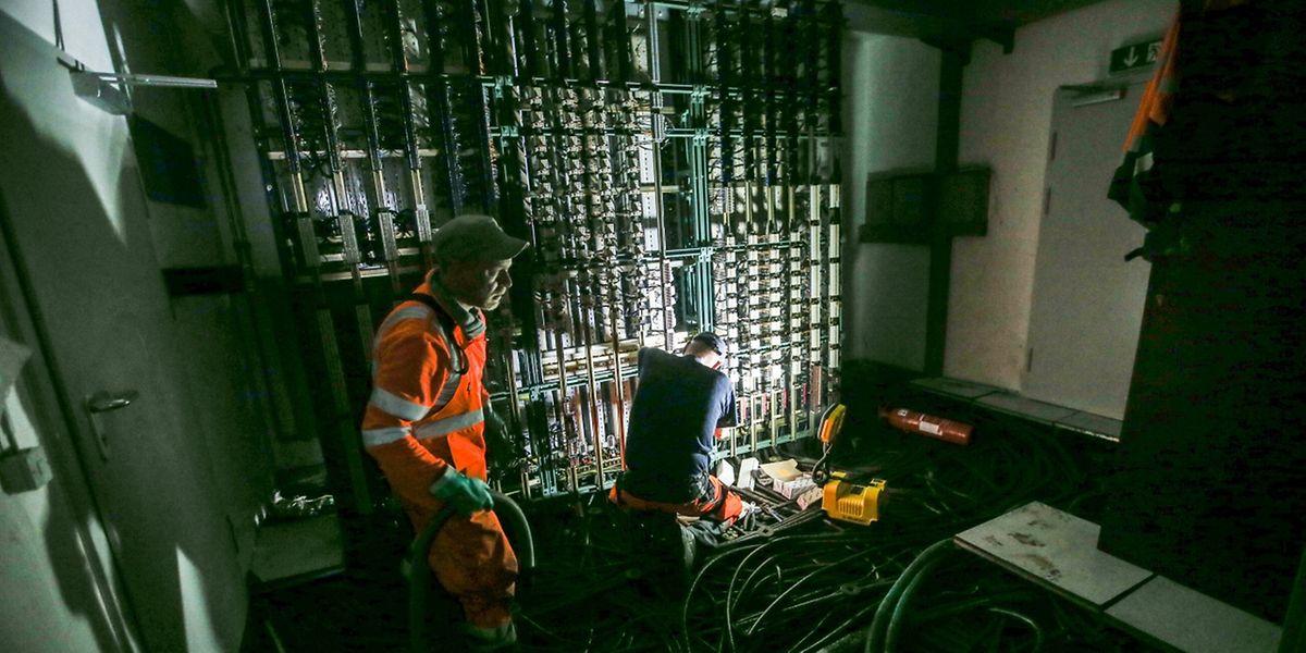 Panne électrique et électronique géante dans la salle technique au sous-sol du poste directeur de Bettembourg où l'eau avait atteint 1,80 mètre lundi soir!