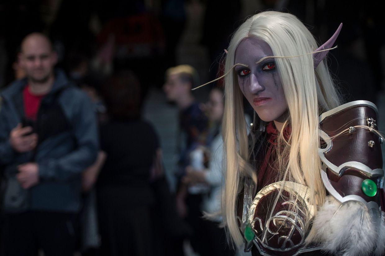Prag. Nicht nur in den USA oder Asien hat das Phänomen des Cos-Play seine Fans. Auch bei Comic-Cons in Europa trifft sich die Szene – mit perfektem Outfit und passender Maske, versteht sich.