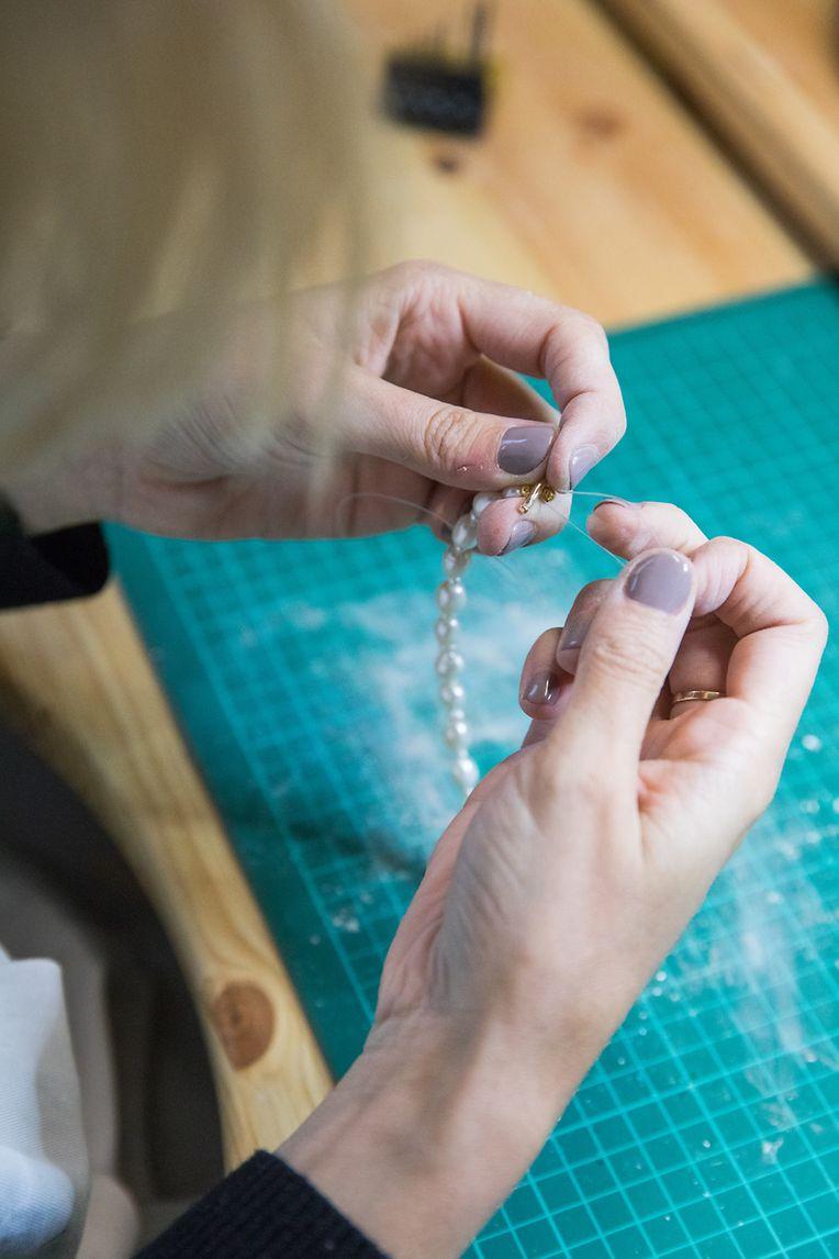 Alle Schmuckstücke der Luxemburgerin werden in Handarbeit gefertigt.