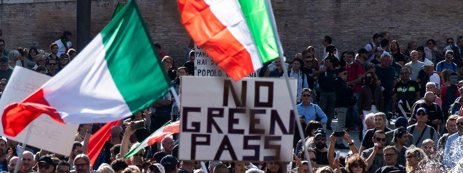 Protestkundgebung in Rom gegen die Impfpflicht durch die Hintertür.