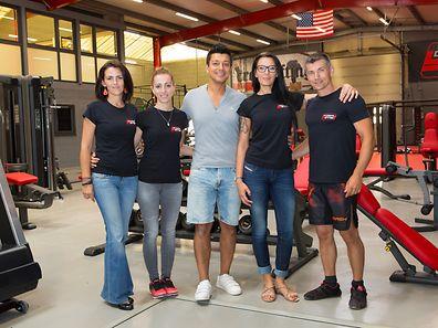 Equipa do ginásio (da esq para a dta): Marie, Linda, Sérgio Fernandes (Bruce), Cristina e Toni Fernandes