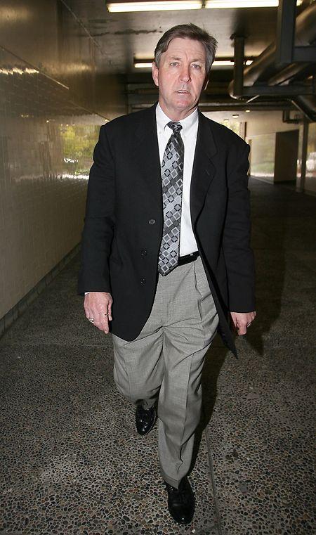 Jamie Spears verlässt ein Gerichtsgebäude im Jahr 2008.