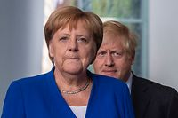 German Chancellor Angela Merkel (L) and British Prime Minister Boris Johnson arrive for a press conference at the Chancellery on August 21, 2019 in Berlin. - Johnson visits Berlin to kick off a marathon of tense talks with key European and international leaders as the threat of a chaotic no-deal Brexit looms. (Photo by John MACDOUGALL / AFP)
