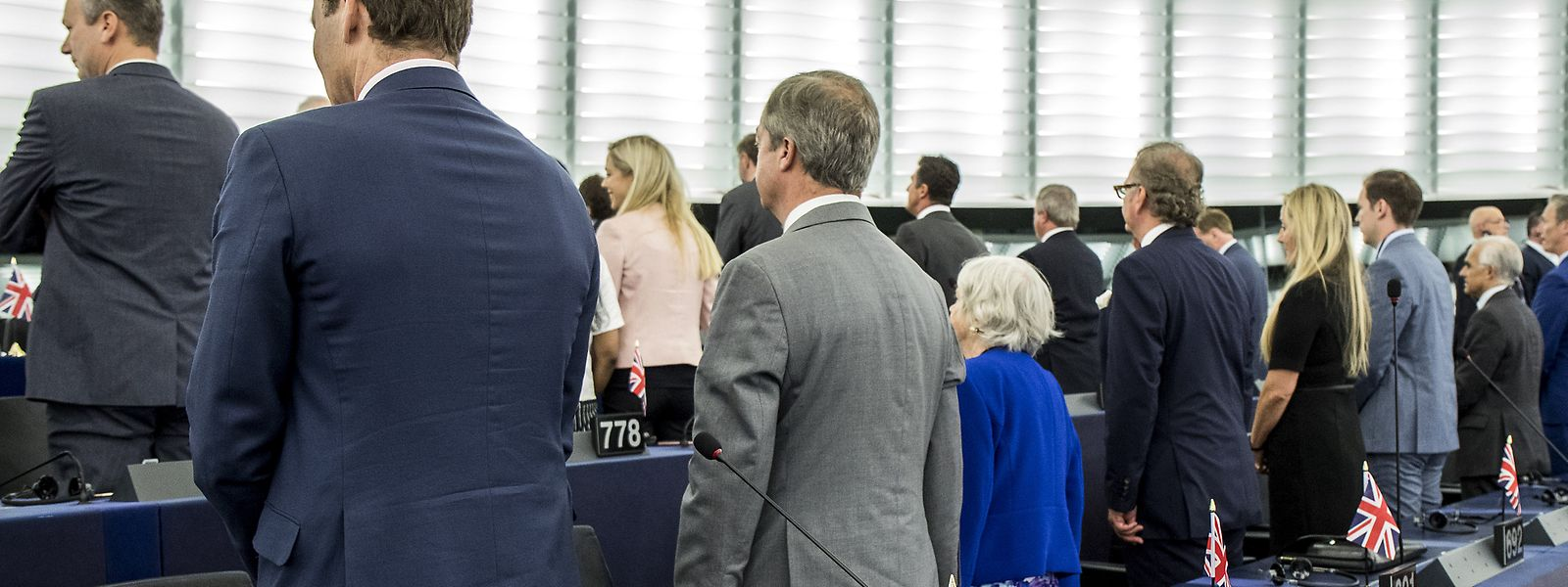 Die Mitglieder im Europäischen Parlament für die Brexit-Partei von Großbritannien kehren dem Parlament den Rücken zu, als die Europahymne bei der ersten Sitzung des neuen Europäischen Parlaments gespielt wird.
