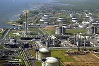 (FILES) This file photo taken on May 18, 2005 (FILES) shows Shell Oil's oil and gas terminal on Bonny Island in southern Nigeria's Niger Delta. - Nigeria's parliament on July 1, 2021 voted to approve a long-delayed oil and gas law that aims to attract new foreign investment to the OPEC country's petroleum industry.  The Petroleum Industry Bill or PIB had been under review in the National Assembly for nearly two decades, beset by disagreements, including over how much revenue should go to local communities in oil-producing regions. (Photo by Pius Utomi EKPEI / AFP)