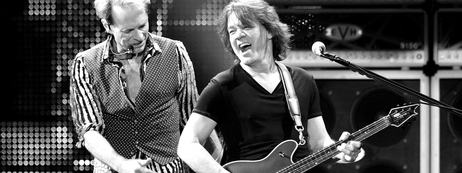 Eddie Van Halen (r.) mit dem langjährigen Van-Halen-Sänger David Lee Roth im Jahr 2012.