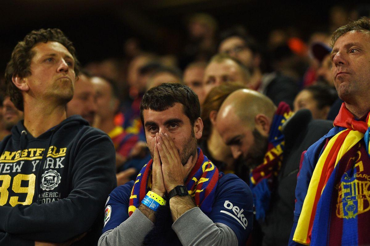 Die Fassungslosigkeit steht den Anhängern des FC Barcelona ins Gesicht geschrieben.