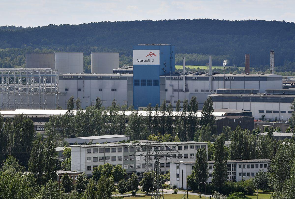 Blick über das Firmengelände des Unternehmens ArcelorMittal Eisenhüttenstadt GmbH.