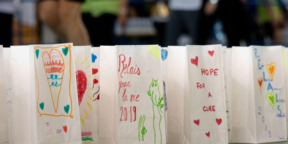 Der Relais pour la vie mit der bewegenden Kerzenzeremonie ist das große Solidaritätsevent der Fondation Cancer.