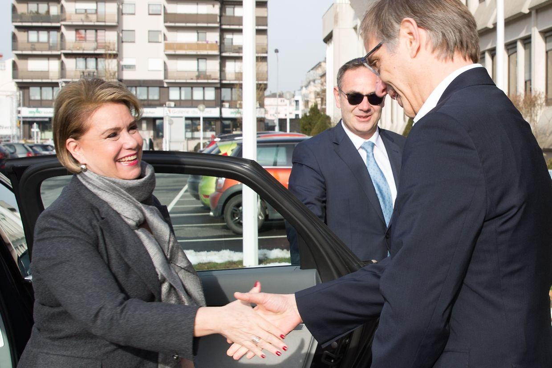 La Grande-Duchesse en visite au Luxemburger Wort. Accueil par le directeur général Paul Peckels et ...