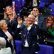 Der Grünen-Abgeordnete Volker Beck, ein Vorkämpfer für die Ehe für alle, feiert die Abstimmung.