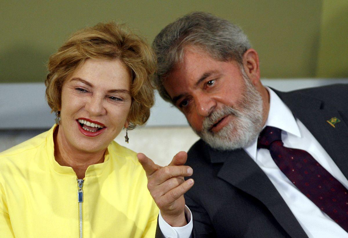 Ein Foto aus dem Jahr 2007 zeigt Ex-Präsident Lula mit seiner damaligen Ehefrau Marisa Leticia.