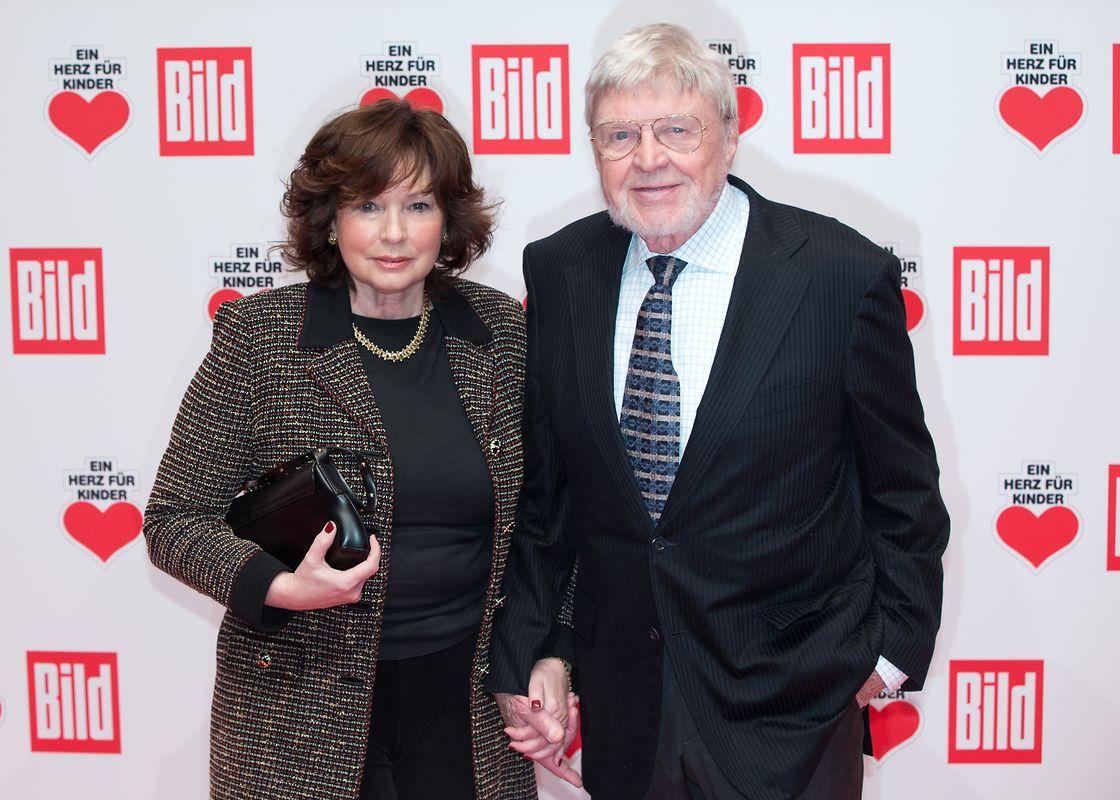 Schauspieler Hardy Krüger und seine Frau Anita kommen im Jahre 2014 zur Spendengala «Ein Herz für Kinder»