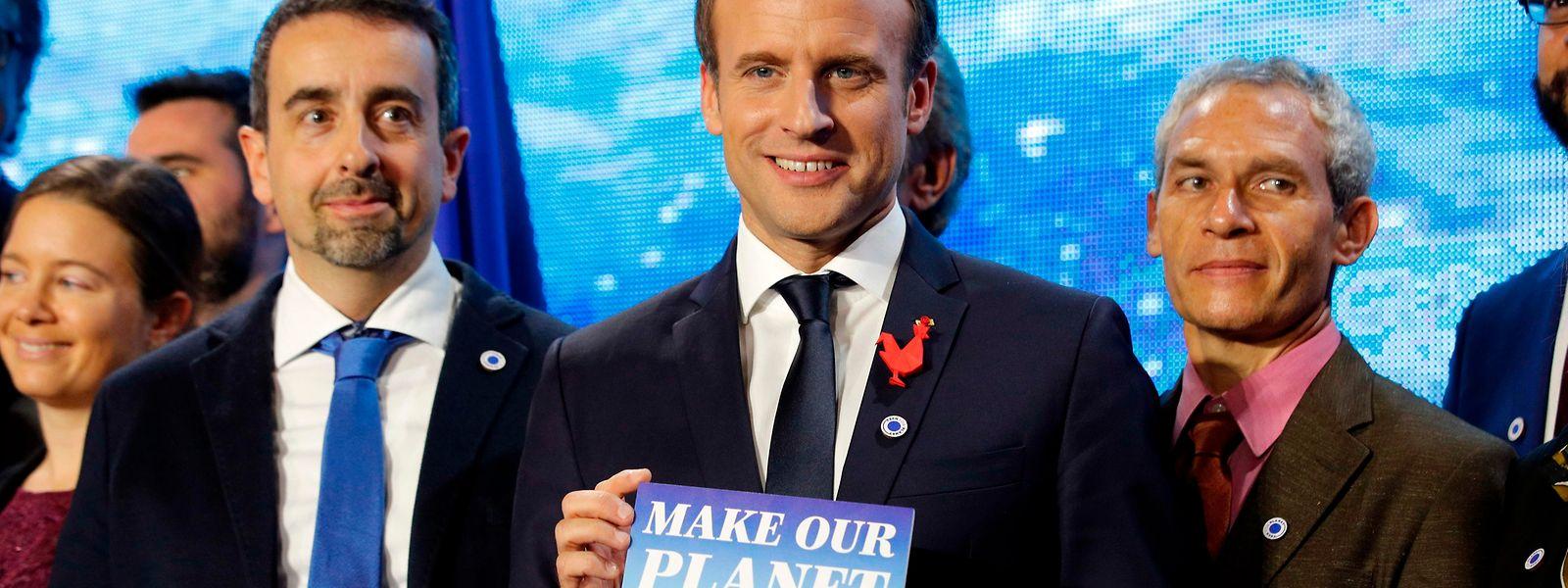 Deutlicher Seitenhieb: Emmanuel Macron mit dem Gipfelmotto.