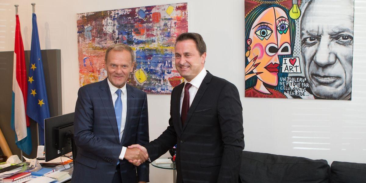 O president do Conselho Europeu, Donald Tusk, e o primeiro-ministro do Luxemburgo, Xavier Bettel.
