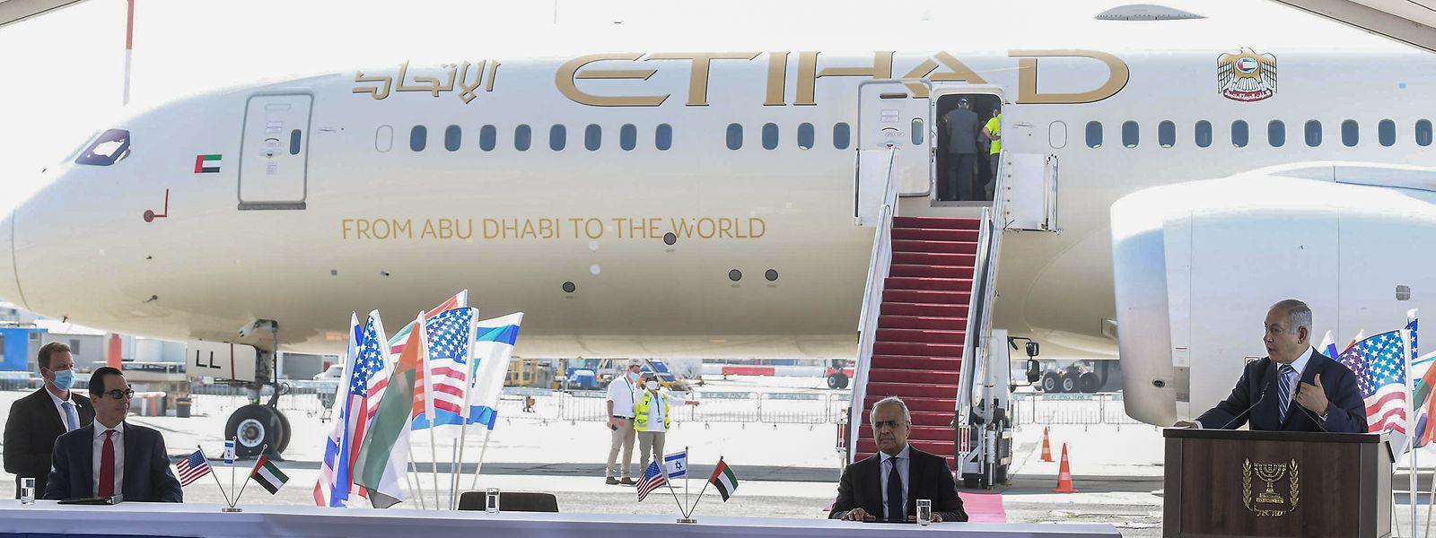 Nach der Aufnahme diplomatischer Beziehungen hat erstmals eine offizielle Delegation der VAE am Dienstag Israel besucht.
