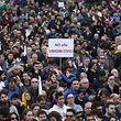 Tausende Demonstranten haben ein Zeichen gegen die Homo-Ehe gesetzt.