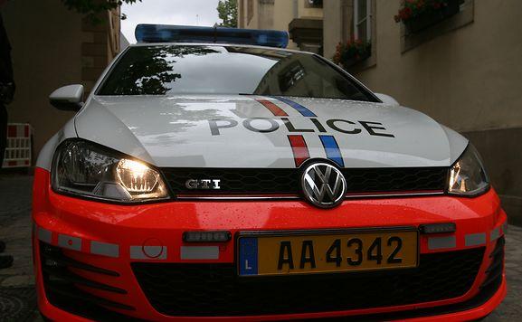 luxemburger wort deux coups de feu dans les pneus mais les voleurs s 39 envolent. Black Bedroom Furniture Sets. Home Design Ideas