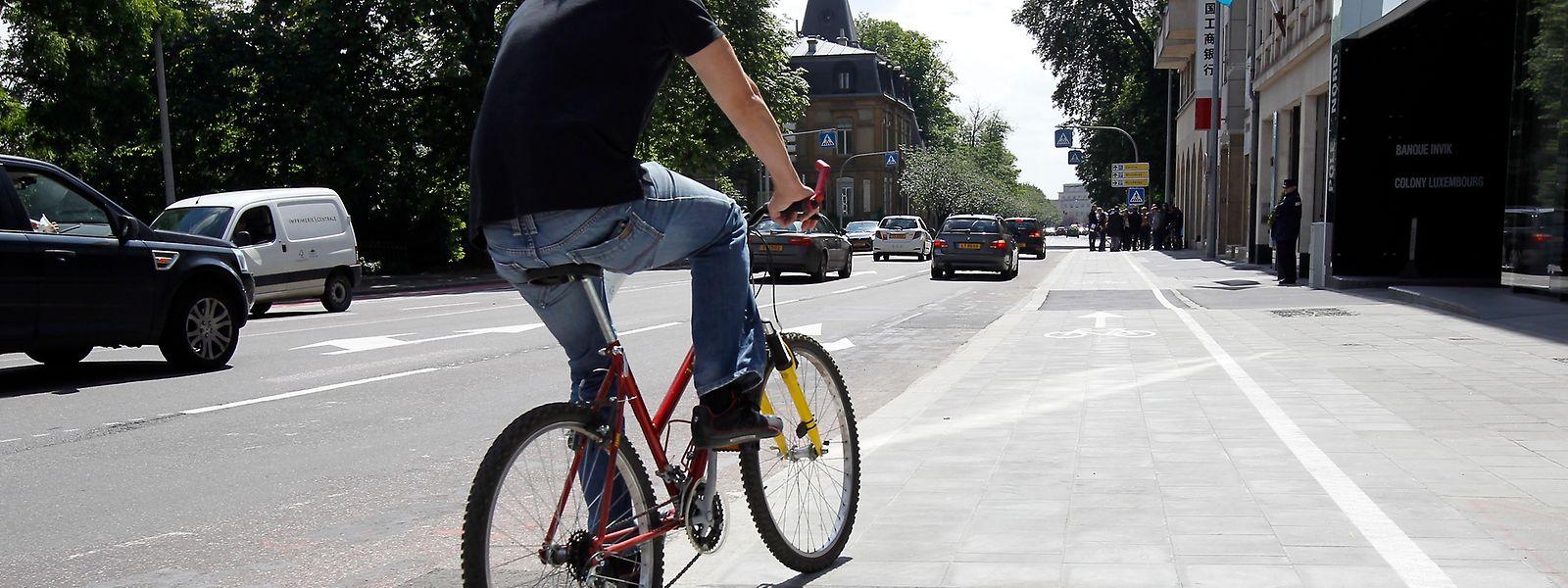 Der Fahrradweg in der Avenue Marie-Thérèse ist bereits ein kleiner Fortschritt in Richtung mehr Mobilität auf dem Zweirad.