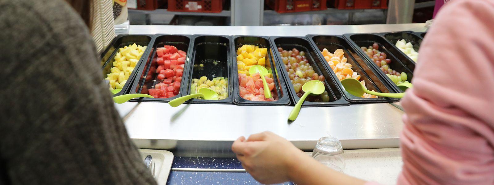 Chaque année, les 51 sites Restopolis avalent 3.000 tonnes de fruits, viandes, légumes, poissons, desserts. Voraces, les élèves!