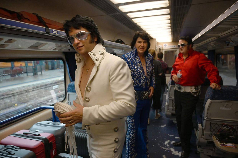 Sydney. Elvis has not left the building: Fans des King pilgern – klimabewusst per Bahn – zum jährlichen Parkes Elvis Festival.