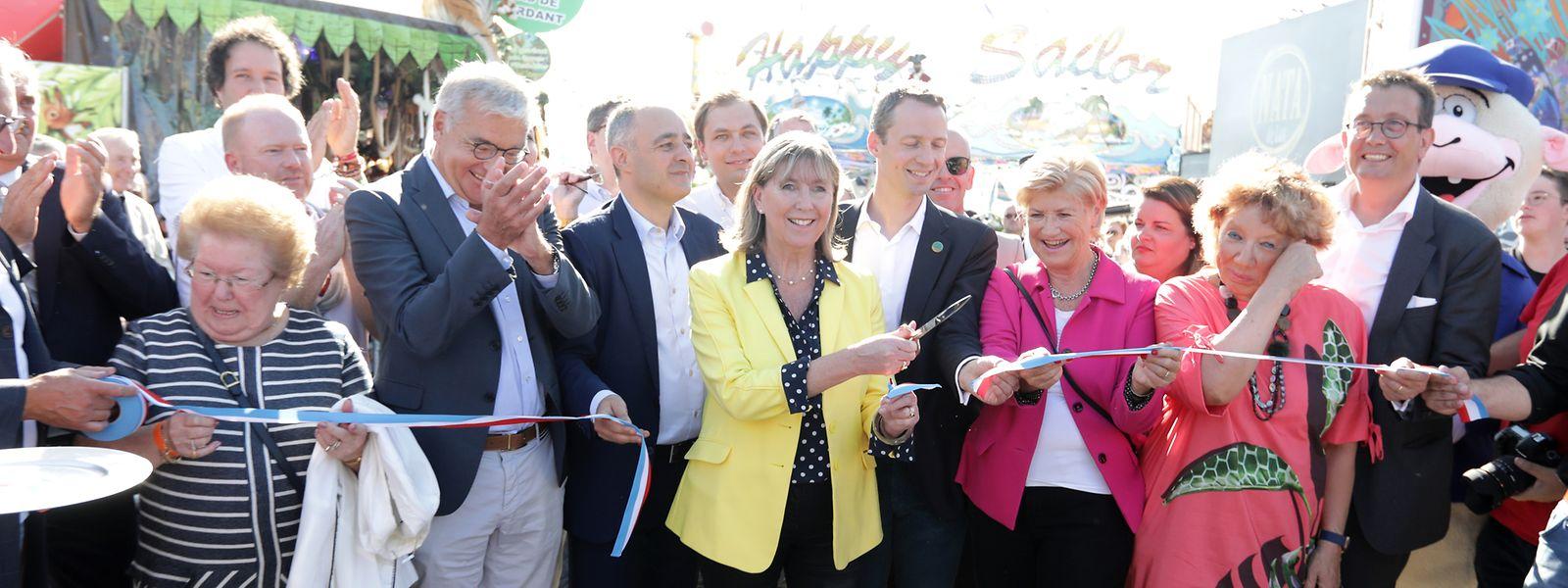 Bürgermeisterin Lydie Polfer durchtrennte um 17 Uhr das Tricolorebändchen.