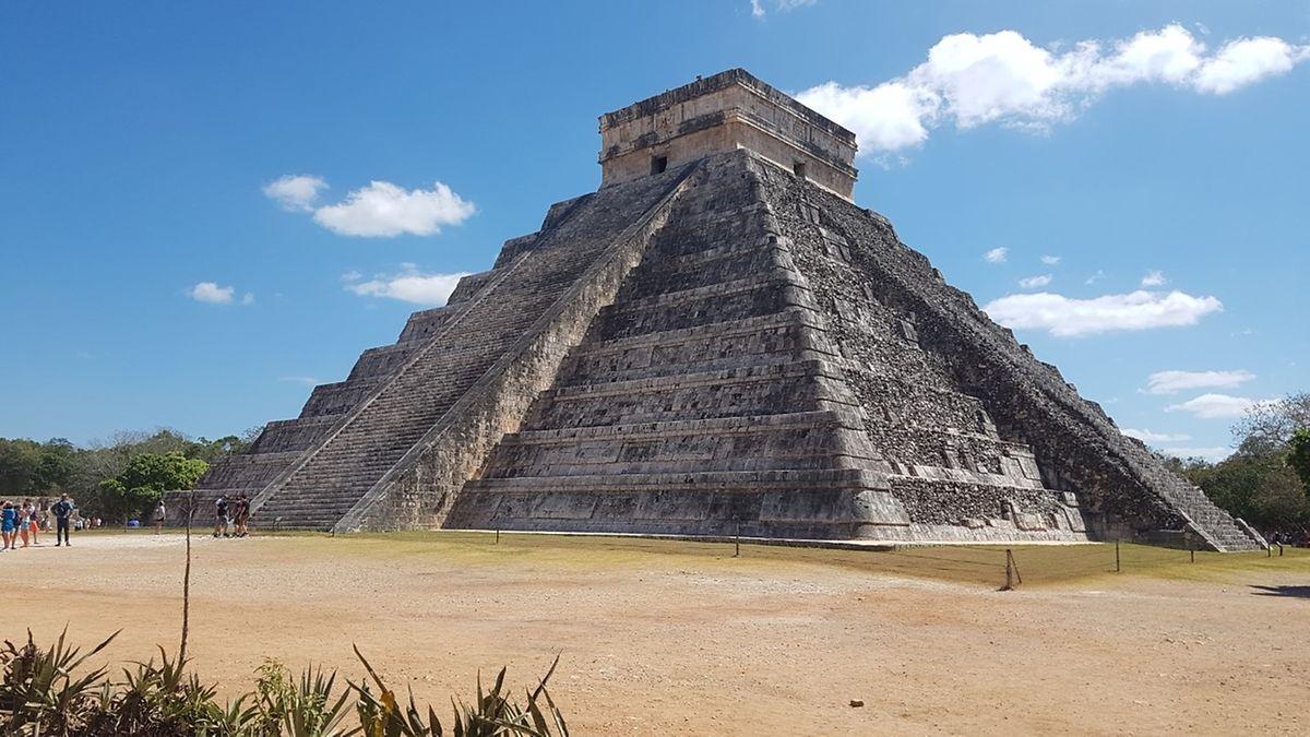 Maya-Ruinen in Chichen Itza. Dort erfahren wir von der Streichung unseres Heimflugs.