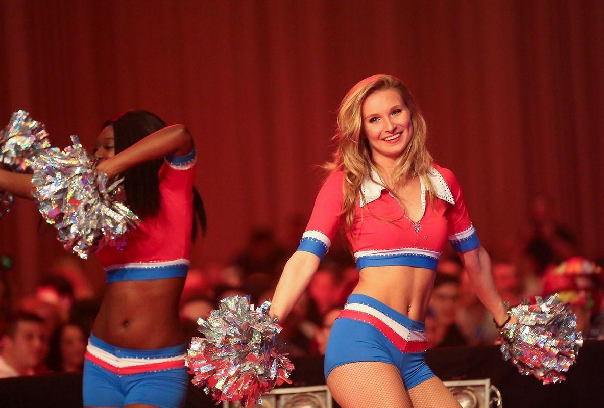 Cheerleader sorgten während der Pausen für Kurzweil.