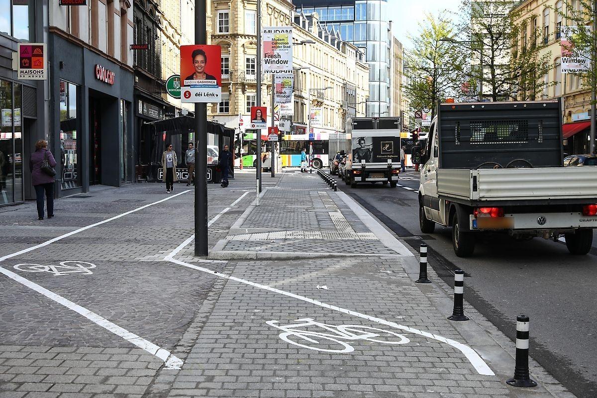 Der bidirektionale Radweg führt von der Place de la Gare zur Rue du Fort Bourbon.