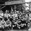 Scouts /  Scouten / Pfadfinder / Jubica / Stolz posieren...Foto: Lé Sibenaler / Copyright de la photothèque de la ville de Luxembourg / 1982
