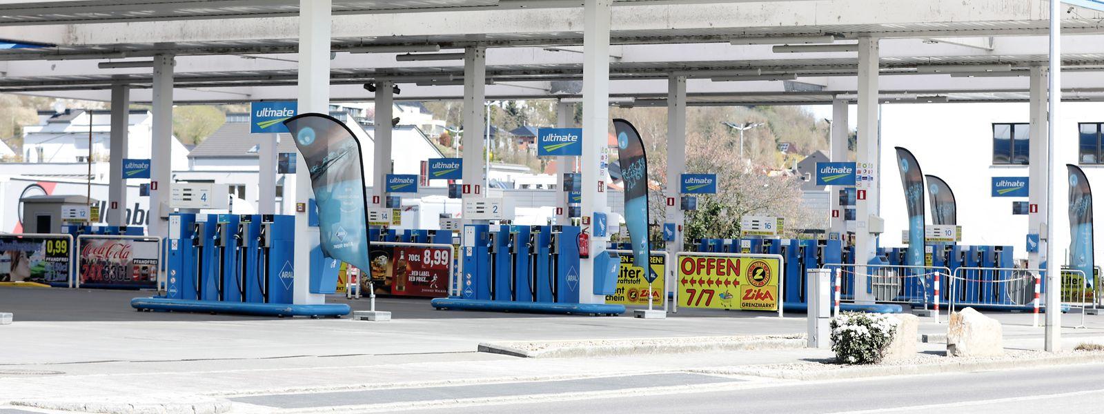 Falscher Eindruck: Auch wenn an den Zapfsäulen gähnende Leere herrscht, sind die Märkte der Tankstellen gut besucht.