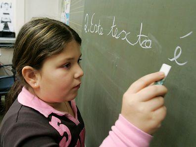 A poucos dias do início das aulas estavam inscritos 1.536 alunos nos cursos integrados de português e 1.245 nos cursos paralelos