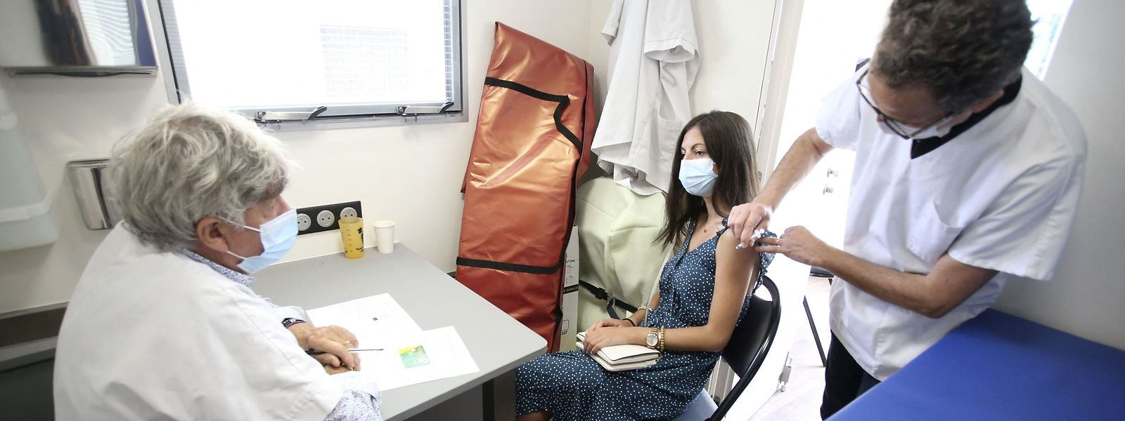 Pour l'instant, rien ne dit que les équipes mobiles déployées au cas par cas pour des vaccinations vont être mises à l'arrêt.