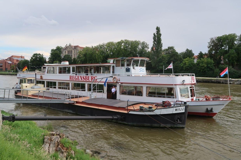 """Die """"MS Princesse Marie Astrid"""" heißt heute """"MS Regensburg"""" und fährt auf der Donau."""
