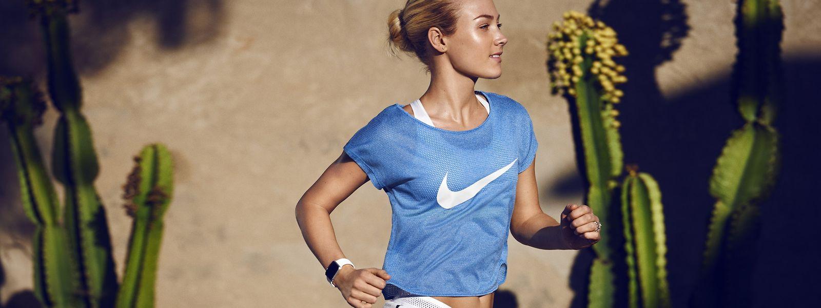 Das Textil-Netzgewebe Mesh ist für Sportkleidung beliebt, da es den Schweiß von der Haut transportiert.