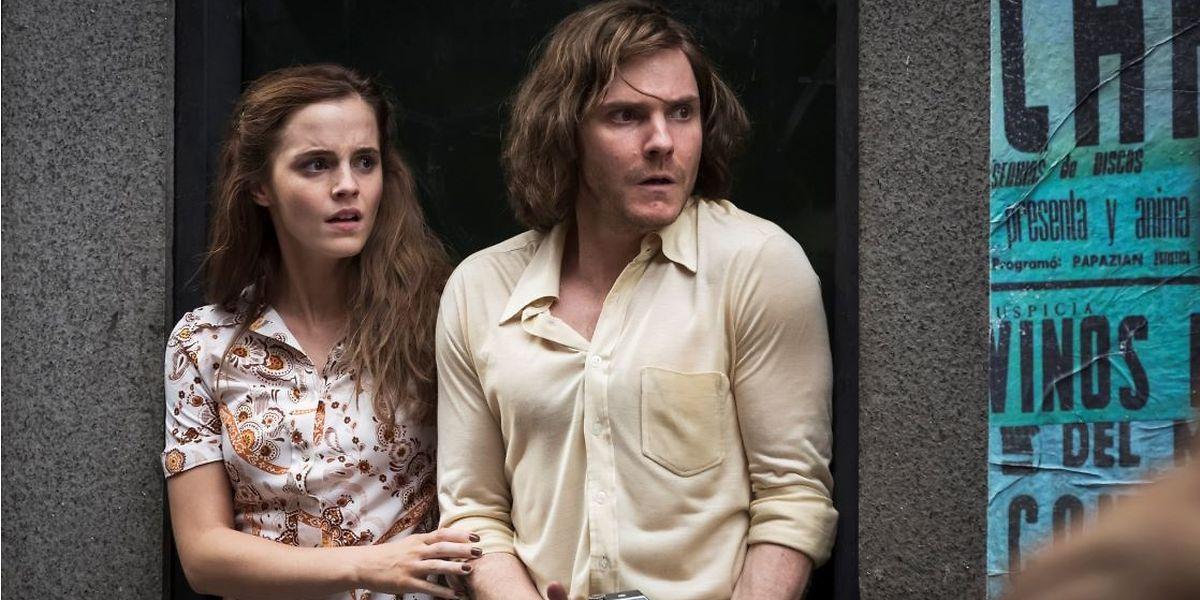 Lena (Emma Watson) und Daniel (Daniel Brühl) geraten in die Wirren um den Sturz des chilenischen Präsidenten Allende.